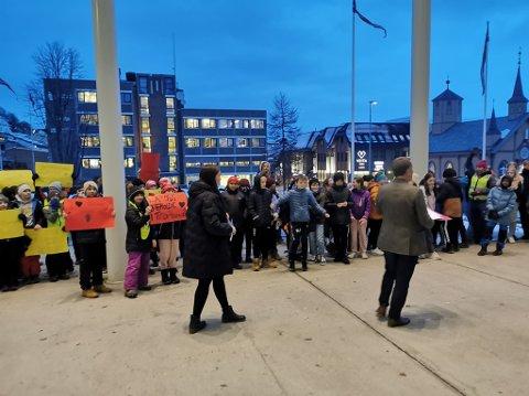 DEMONSTRASJON: Gunnar Wilhelmsen og Marlene Berntsen møtte  demonstrantene.