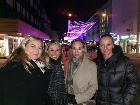 BEVISSTE: Linda Blikfeldt, Guro Falk, Isabel Kristensen, og Lise Ånensen var på byen fredags kveld.