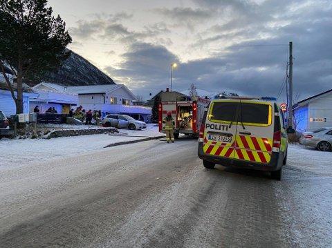 RYKKET UT: Nødetatene rykket ut etter meldingen om brann i et kjøretøy på Tomasjord onsdag formiddag.