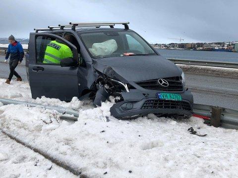STOPPET I AUTOVERNET: Etter å ha kjørt over spikermatta, endte ferden her. Foto: Marius Medby