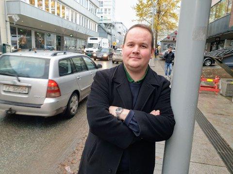 ØKT AKTIVITET: Bjørn-Gunnar Jørgensen ber ordføreren sikre gratis parkering de siste helgene før jul for å bidra til økt handel i sentrum. - Nå må vi gå fra ord til handling, sier han.