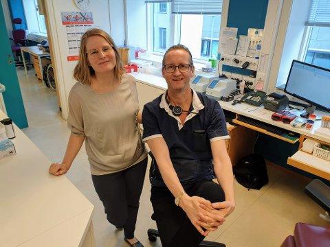 ØKT PÅGANG:  Fastlegene Agnete Jørgensen og Arne Haugli ved Sentrum legekontor i Tromsø.