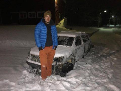 FORTVILER: Slik fant Sigurd Vaadal bilen sin i Alta søndag kveld. I baksetet og bagasjerommet lå mye av turutstyret, blant annet to par toppturski.