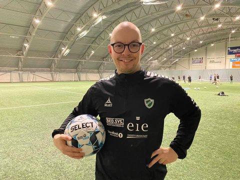 KLAR: Mikael Raimo Johnsen (28) er Fløyas nye trener.