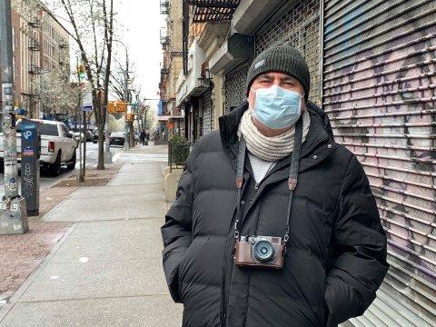 TOMME GATER: Fotograf og tromsøværing Rune Stokmo bor i Williamsburg i New York. Nå er metropolen hardt rammet av pandemien. - Sist jeg tok subway var det ganske tomt, men uken før (for tre uker siden) var det veldig fullt og ingen som brukte munnbind eller hansker, forteller han.