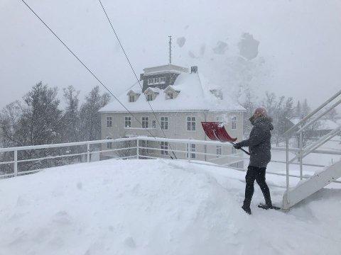 Det måkes på Meteorologisk institutt i Tromsø. Foto: Pernille Borander / Meteorologisk institutt