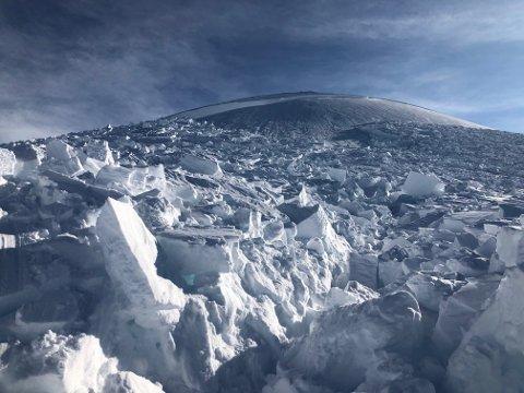 ENORME SNØMASSER: Skredet i Blåfjellet i Ramfjord på lørdag er en påminnelse om at det er spesielle forhold på fjellene i Troms denne våren.