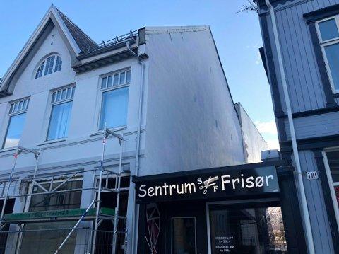 Hvis Walls of Women Tromsø får godkjent dispensasjonen, kan det dukke opp et maleri på denne bygningen.