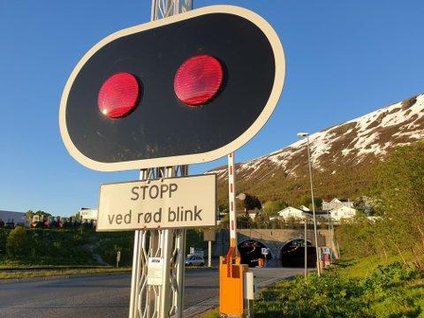 KOLLISJON: En mann i 70-årene ble sendt til legevakten etter en kollisjon i Tromsøysundtunnelen fredag kveld.