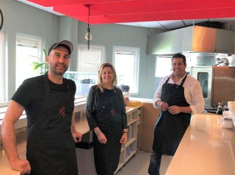 KLAR: Onsdag åpner Friends Sushi igjen på Pyramiden. Fra venstre: Ludmil Petrov Kuzmanov, May Hansen og Abdelilah Amjahdi.