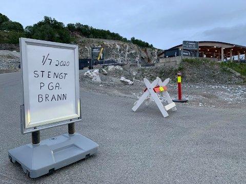 STENGT ONSDAG: Returstasjonen på Nord-Tromsøya vil være stengt onsdag på grunn av brannen hos naboen Kvitebjørn Varme.