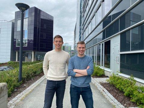 TROMSØTECH: De har begge vært i Silicon Valley. Nå satser Anders Rapp (til venstre) og Frode Opdahl (til høyre) på kunstig intelligens i selskapet Keenious fra Tromsø.