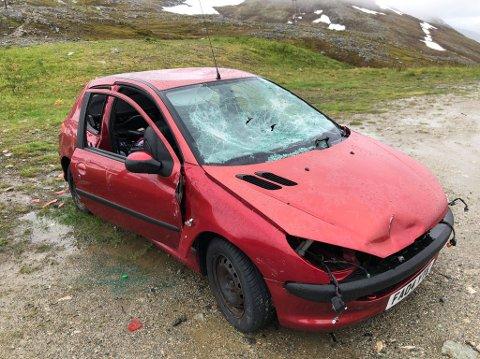 MYSTISK BIL: Peugeot-en i Finnvikdalen på Kvaløya kom fram da snøen smeltet i vår.