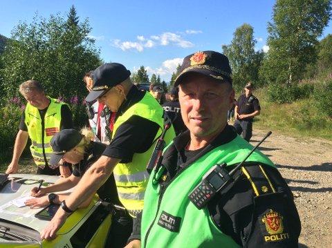 KAN TA TID: Innsatsleder Roald Berntsen fra politiet sier søket etter den savnede 55-åringen kan ta tid.