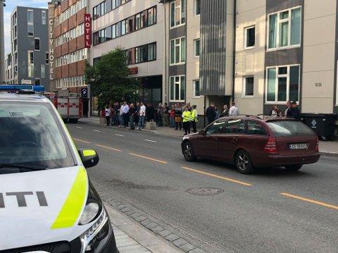 EVAKUERT: Restauranten Egon er evakuert torsdag kveld. Brannvesenet er på stedet.