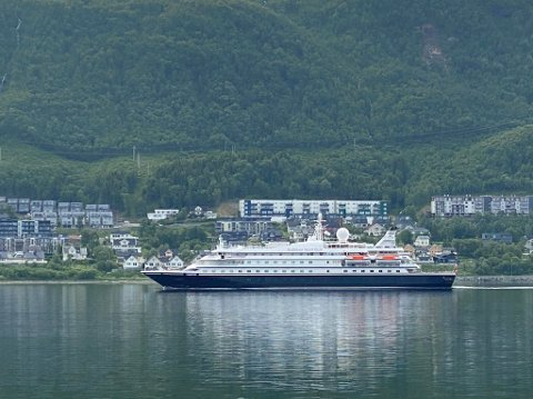 FØRSTE ANKOMST: Her kommer Sea Dream 1 for første gang til Tromsø torsdag morgen.