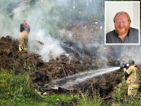 FULL FYR: Mannskaper fra Skjervøy brannvesen i gang med å slokke brannen søndag formiddag. Innfelt hotelleier Svein Jakobsen som vurderte å evakuere gjestene lørdag kveld.