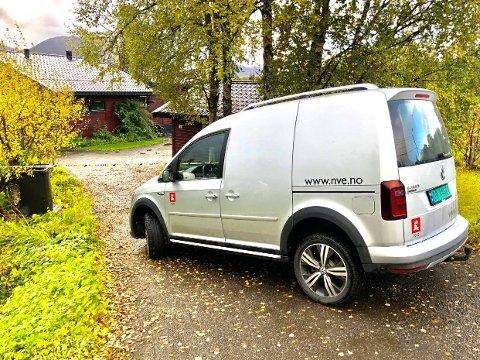 PÅ PLASS: Norges vassdrags og energidirektorat (NVE) er på plass på Storsteinnes.