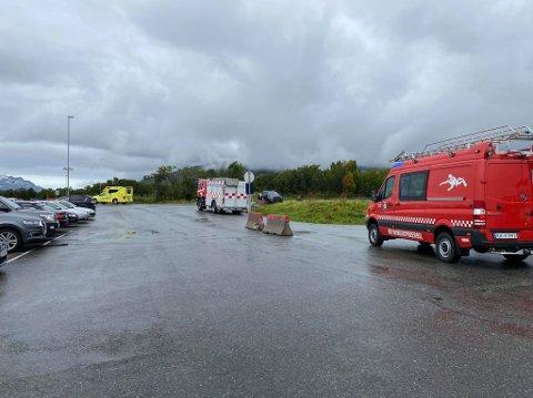 RYKKET UT: Ambulanse, brann og redning sto klare da et helikopter meldte om teknisk trøbbel før landing.