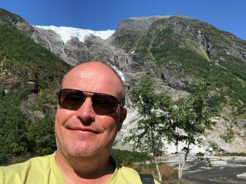 NORDLYSGUIDE: Gunnar Hildonen søker etter nye jobber. Her er han på et besøk i gamle jobbtrakter i West Coast Glacier District hvor han jobbet som breguide fra 1998 - 2005.