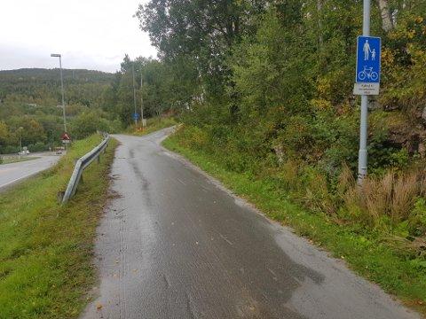 DØDE: Her, på gang og sykkelstien i Finnfjordbotn, ble mannen i 40-årene funnet livløs natt til tirsdag.