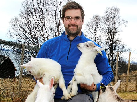 EGENTLIG BONDE: Mats Hegg Jacobsen driver til vanlig egen gård på Berg. Nå blir han varaordfører i et halvt år. - Vi mener det går bra å kombinere med gårdsdriften.