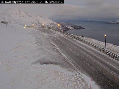 GLATT: Slik er forholdene i Kvænangen. Det anmodes til å vise forsiktighet på veiene i Troms.