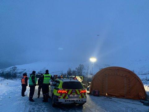 SØK ETTER SAVNET MANN: Søndag fortsatte leteaksjonen etter en mann i 50-årene som er savnet etter en fjelltur i området Kattfjordeidet.