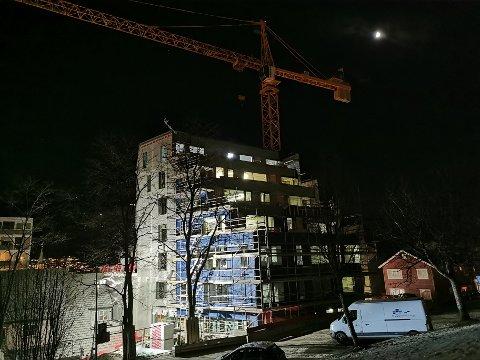 BYGGEPLASS: Byggebransjen sikrer seg som best de kan før «Frank» treffer.