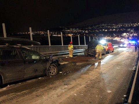 KOLLISJON: Totalt fire biler fikk materielle skader etter ulykken.