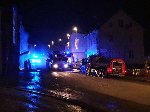 EVAKUERT: Syv personer ble tidlig lørdag morgen evakuert fra leilighetsbygget i Harstad sentrum.
