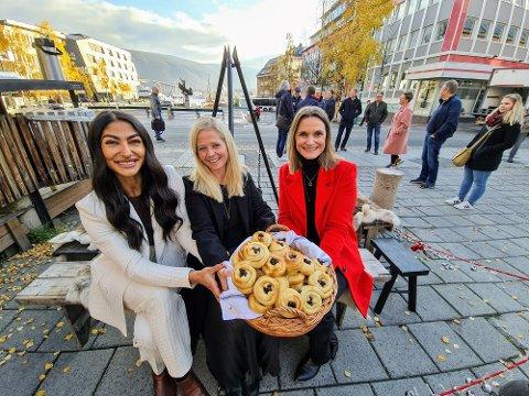 INVITERER TIL JULEFEST: Fra venstre: Shilan Ghadani, daglig leder Tromsø Sentrum, Lone Helle, reiselivssjef Tromsø-regionen og Trude Nilsen, direktør Næringsforeningen inviterer til seks ukers julefest