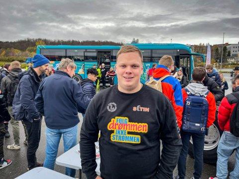 ENGASJERT: Sander Ludvigsen (25) har vært yrkessjåfør i flere år allerede. Nå ønsker han å være med å rekruttere unge til bransjen.