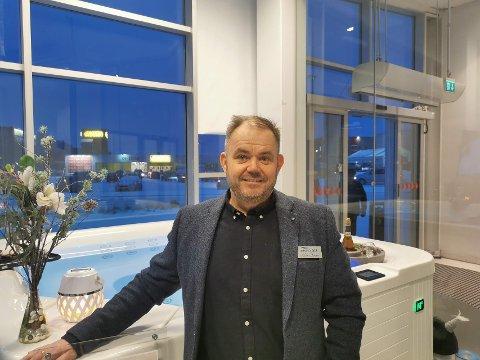 SÅ DET GRINER: Karl Johan Brekmos Nordic Spas går som bare rakkeren. I 2020 ble det handlet spabad for 17,6 millioner kroner herfra. Og 2021 blir enda bedre, skal man tro eieren.
