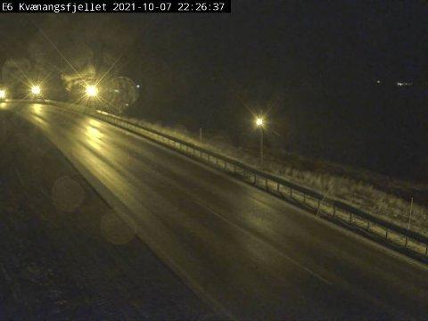 SLAPS: Det advares mot snø på Kvænangsfjellet natt til fredag. Torsdag kveld er kjøreforholdene fortsatt gode over fjellet.