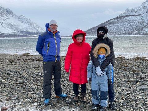 VIND: Rune Benonisen, Walborg Fossan, Eliah (6) og Theo (13) Skøyen-Fossan merker vinden, men alle fire har opplevd verre.