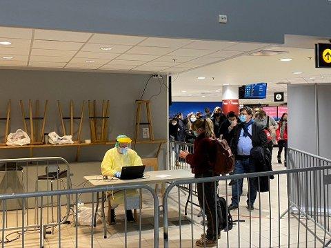 TROMSØ LUFTHAVN: Å gjeninnføre et testsenter på flyplassen er fortsatt ikke aktuelt.