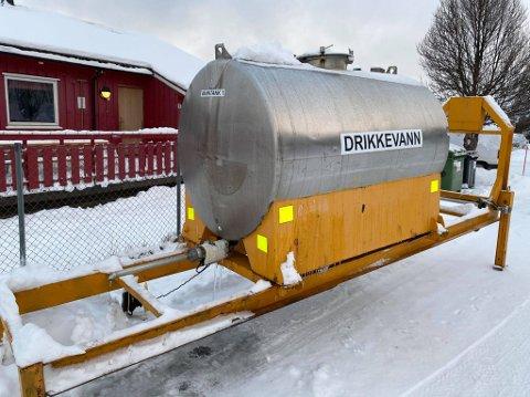 LEKKASJE: Her kan de som bor i Tromsdalen hente drikkevann fredag.