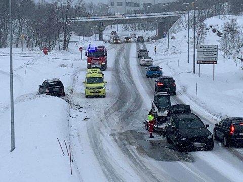 KOLLISJON: To biler har kollidert på Tverrforbindelsen i Tromsø.