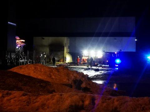 BRANN: Det brenner i et industribygg i Nordkjosbotn.