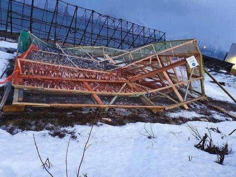 BLÅST NED: Slik så fiskehjellen til Karl Alberth Hansen ut mandag morgen.