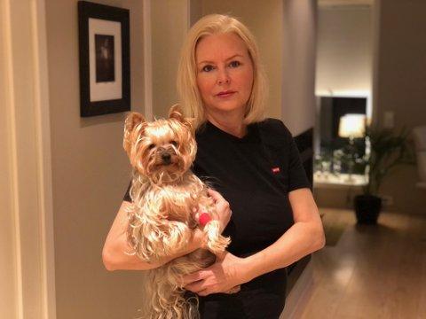 SJOKKERT: Opplevelsen hos veterinæren kunne fått svært alvorlige konsekvenser for hunden Bella og Trude Jørgensen.