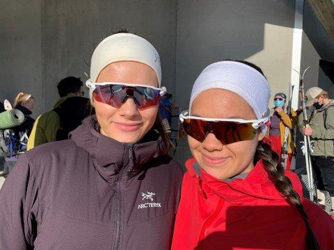 RASKE BRILLER: UNN-kollegene Helle Heitmann Blix (24) og Sofie Brekken (23) tok skibussen fra Prostneset til Snarbyeidet lørdag morgen.