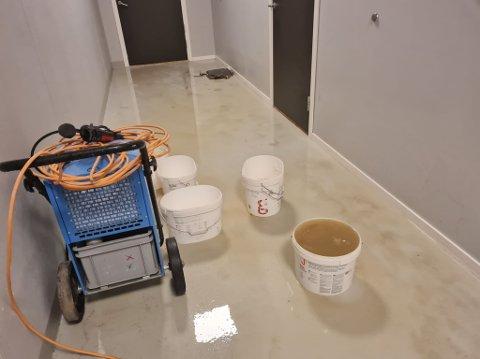 VÅTT: Her er det vått innendørs. Foto: Privat