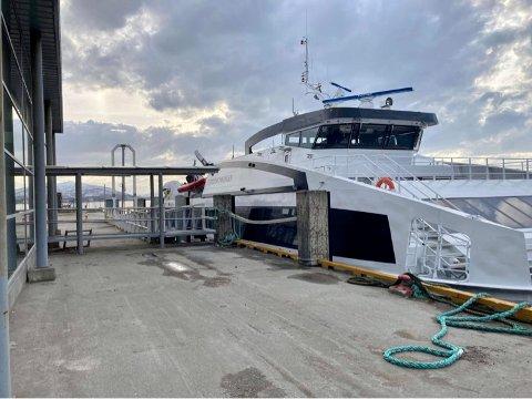 FINNSNES: Her ligger båten til kai på Finnsnes.