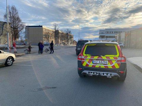 FUNNSTEDET: Det var midt på denne parkeringsplassen at sekken ble funnet. Foto: Marte Hotvedt