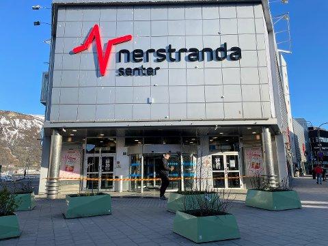 EVAKUERT: Av sikkerhetsmessige årsaker valgte Nerstranda å stenge senteret onsdag.