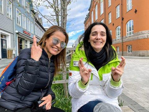 VARMT: Venninnene Patricia Ramirez og Nadine Haulard krysser fingrene for at været blir slik meteorologene spår det.