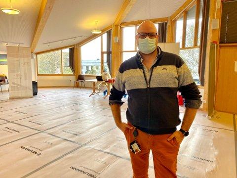 SMITTESPORER: Øivind Benjaminsen overså mandag morgen at testingen av Tromsøs russ kom godt i gang på Sydspissen i Tromsø. Samtidig jobber smitteteamet i Tromsø med å avdekke nye smittekilden til et nytt koronautbrudd.