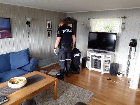 ANMELDT: Politiet gikk igjennom huset til en av de fornærmede etter innbruddet i august 2019. Det ble blant annet stjålet hagle, ammunisjon, speilreflekskamera og objektiver.